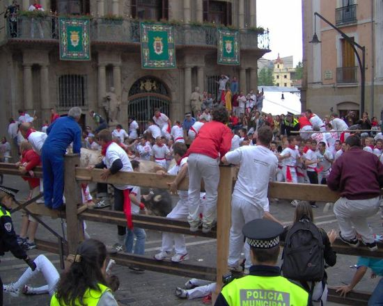 Before the running of the bulls, a set of wooden or iron barricades is erected to direct the bulls along the route and to block off side streets.